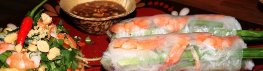 Fresh Shrimp Rolls with Dipping Sauce