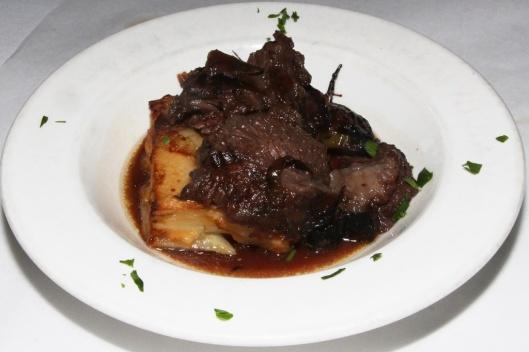 Joue de Boeuf Grillée au Marchand de Vin - beef cheek braised in red wine